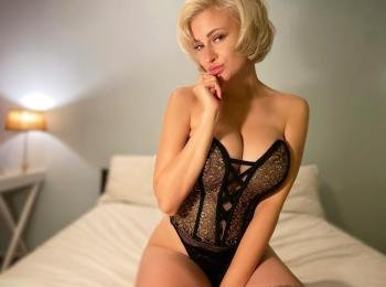 JevelineLove - Making men happy, cooking, traveling, meeting new people - Hey... are you here to meet online with a nice, sexy and funny woman? If yes then you are in the right place! With me you won`t get bored! I am waiting for a nice chat with you! I love to show my body in sexy lingerie, so you won`t be disapointed. Ps. I play also with my boobs, they are big and round!  - Alter: 25 / Aries - Größe: 165 / normal - Geschlecht: female - Ausrichtung: bisexual - Haare: blonde / short - Piercing: bellybutton - BH-Größe: E and more - Hautfarbe: white - Augen: green - Rasur: fully shaved